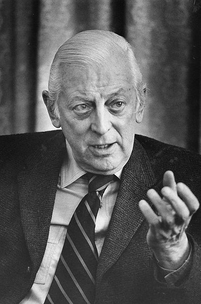 396px-Alistair_Cooke,_head-and-shoulders_portrait,_facing_front,_gesturing_with_left_hand,_during_interview,_March_18,_1974